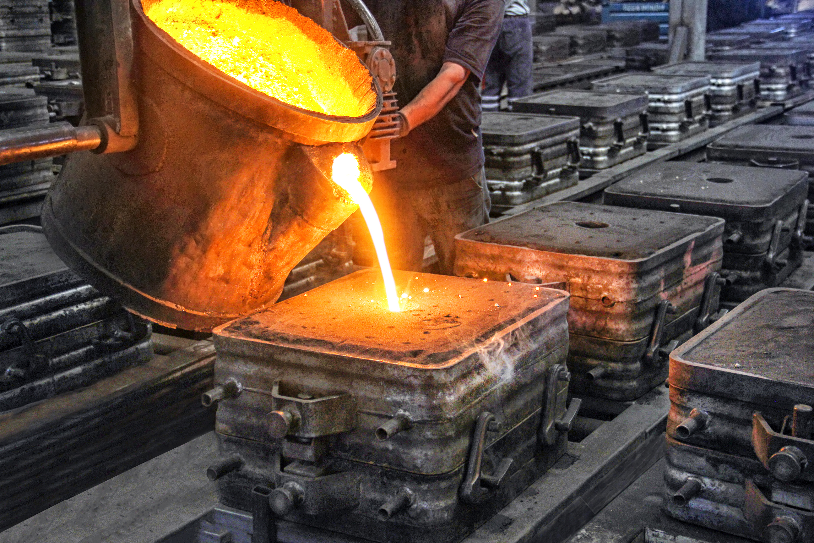 Header challenges of the choice of molding material for sand casting